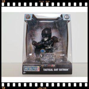 M257~DC~Justice~League~Tactical~Suit~Batman~